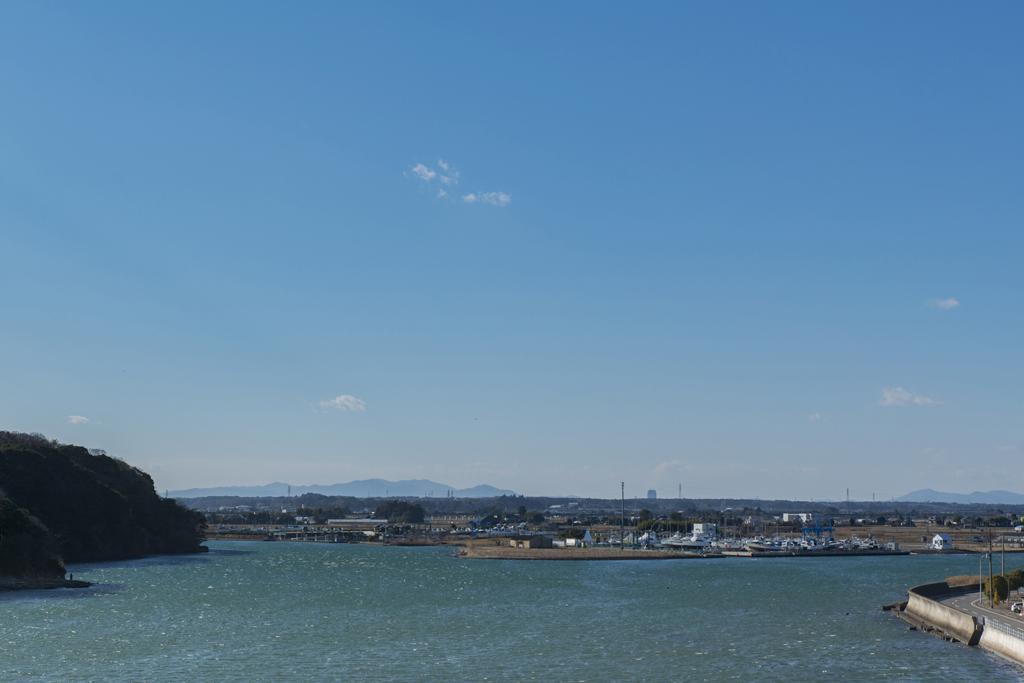海門橋から涸沼川をのぞむ